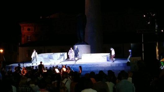 Opera Lirica con orchestra. arpa, megapoint, robe, spider, wash